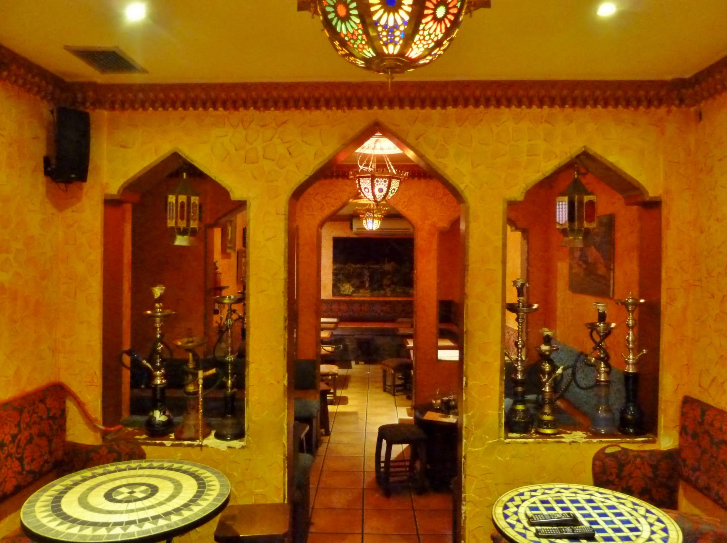 Restaurante habibi el liban s de lavapi s madridmayrit for Muebles estilo arabe